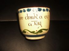 VINTAGE DEVON MOTTO WARE POTTERY SCANDY DESIGN CUP DRINK A TAY TLC DAMAGED